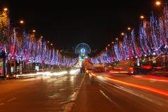 Campeones Elysees en la noche durante tiempo de la Navidad Foto de archivo libre de regalías