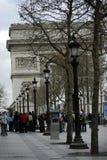 Campeones Elysees y Arc de Triomphe, París Fotografía de archivo libre de regalías