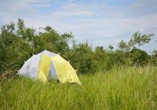 Camper au lac image stock