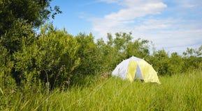 Camper au lac photo libre de droits