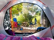 Camper au milieu des bois Photo libre de droits