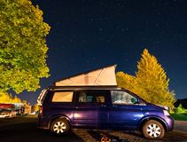 Camper car under a sky full of stars Royalty Free Stock Photo