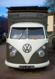Camper d'annata classico del trasportatore di Volkswagen, Devon, Regno Unito, il 2 aprile 2018 immagine stock libera da diritti