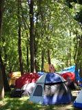 Camper dans la forêt Image libre de droits