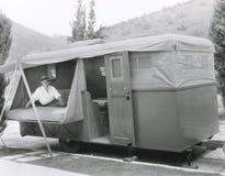 Camper dans la remorque photo stock