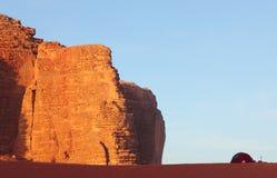 Camper dans le désert Photos stock