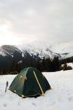 Camper dans le paysage de montagne Photo libre de droits