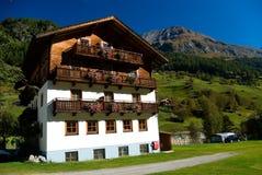Camper dans les Alpes Photos libres de droits
