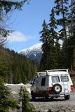 Camper dans les montagnes Photos stock