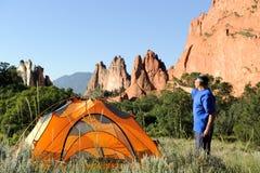 Camper dans les montagnes rocheuses du Colorado Photos stock