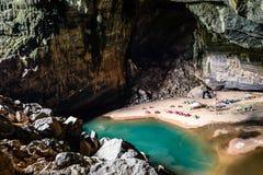 Camper en caverne Photo libre de droits