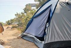 Camper en nature Image libre de droits