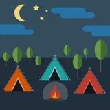 Camper en nature sauvage Photographie stock libre de droits