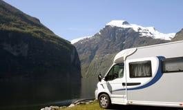 Camper en Norvège images stock