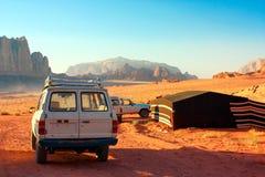 Camper en Wadi Rum Photo libre de droits