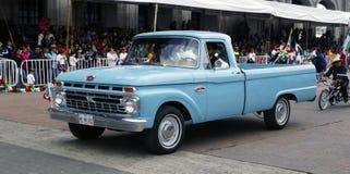 Camper Fords 100 Special Lizenzfreies Stockfoto