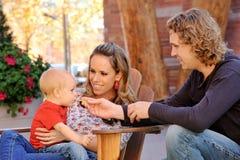 Camper heureux de famille photo libre de droits