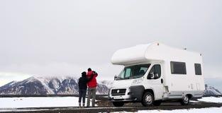Camper RV-Paare Lizenzfreie Stockfotos