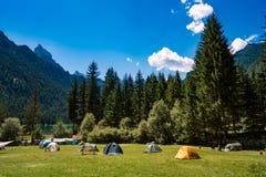 Camper sur les rivages du lac Photo libre de droits