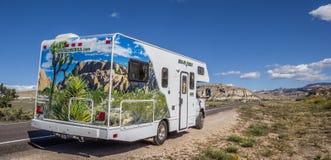 Campervan längs huvudväg 12 i Utah Royaltyfri Fotografi