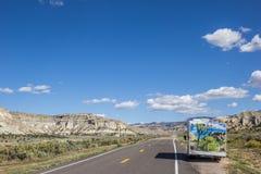 Campervan längs huvudväg 12 i Utah Royaltyfria Foton