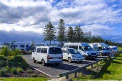 Campervans estacionou em um parque de estacionamento Imagens de Stock