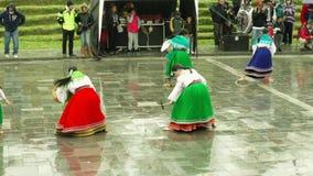 Campesinos quechuas que celebran Inti Raymi o el festival del sol almacen de video