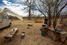 Campeur dans le terrain de camping Images libres de droits