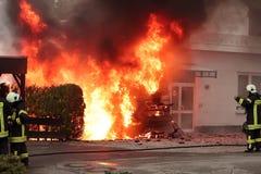 Campeur, incendie de véhicule. Photo libre de droits