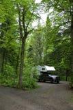 Campeur sur le terrain de camping Image stock