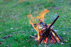 Campfire on green meadow Royalty Free Stock Photos