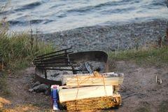 Campfire som väntar för att hända Arkivbilder