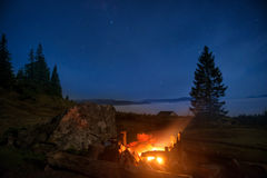 Campfire under blue night sky Royalty Free Stock Photos
