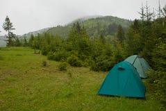 Campground στα βουνά Στοκ φωτογραφία με δικαίωμα ελεύθερης χρήσης