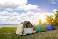 campground Το γραφικό τοπίο που αγνοεί τη θάλασσα Στοκ Φωτογραφία