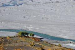Campi alla sponda del fiume di Kali Gandaki Fotografie Stock Libere da Diritti
