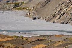 Campi alla sponda del fiume di Kali Gandaki Fotografia Stock Libera da Diritti