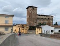Campi Bisenzio, Toscanië, Italië, Rocca Strozzi, brug over rivier, stock fotografie
