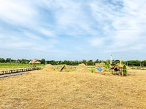 Campi, campagna, mucchi di fieno, spazio libero, bello cielo, sfondo naturale fotografia stock