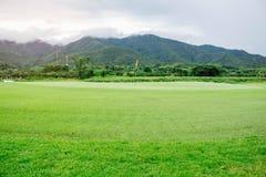 Campi da golf sulle montagne Fotografie Stock Libere da Diritti