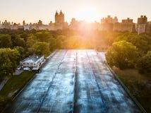 Campi da tennis a New York, Central Park in antenna di autunno fotografia stock libera da diritti