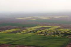 Campi dall'aria Sistema la foto aerea Fotografia aerea dei campi verdi Il verde sistema la vista aerea Fotografie Stock Libere da Diritti