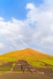 Campi di agricoltura nel paesaggio vulcanico della montagna Fotografia Stock