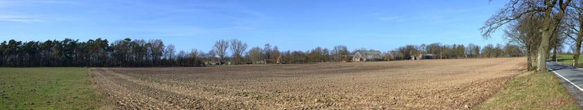 Campi ed azienda agricola in Strellin vicino a Greifswald, Meclemburgo-Pomerania, Germania Immagini Stock Libere da Diritti