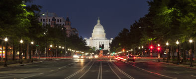 Campidoglio degli Stati Uniti e viale di costituzione in Washington DC alla notte Immagine Stock Libera da Diritti