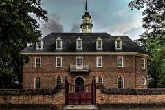 Campidoglio di Williamsburg del coloniale al crepuscolo Immagini Stock