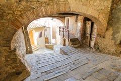 Campiglia Marittima är en gammal by i Tuscany, Italien Royaltyfri Bild