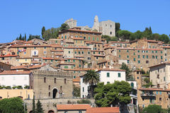 Campiglia Marittima e as ruínas, Italia Fotografia de Stock