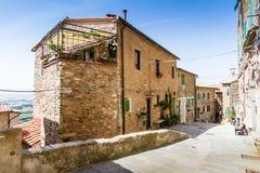 Campiglia Marittima ist ein comune (Stadtbezirk) auf den Italiener bezüglich stockbild