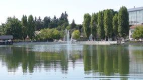 Campina, Roumanie - 16 août 2018 : vue statique panoramique du lac maudit du ` s de jeune mariée ou du lac church montrant les ar clips vidéos